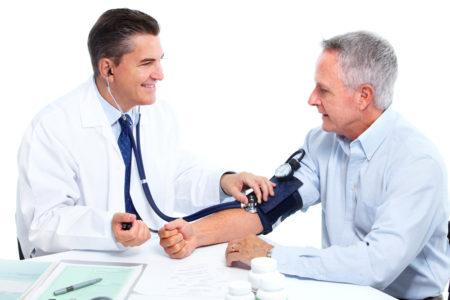 При каких показателях давления дают больничный лист, к какому врачу обращаться, какая процедура