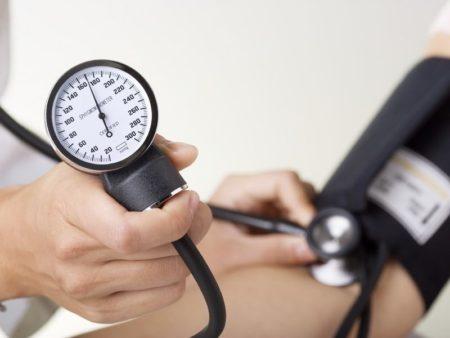 Перечень народных средств от повышенного давления, клиническая эффективность, показания к применению и побочные эффекты