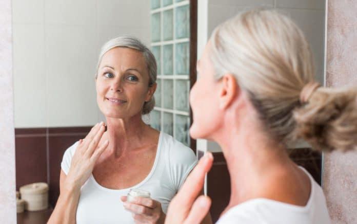 Омоложение лица после 50 лет: салонные и домашние процедуры