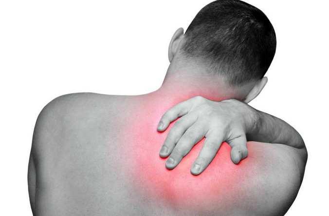Почему жжет в шее с разных сторон 5 причин и лечение