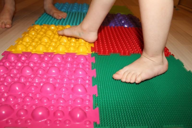 Коврик от плоскостопия для детей купить или сделать самому?