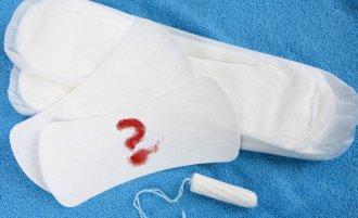 Выделения с кровью в середине цикла – насколько это опасно?