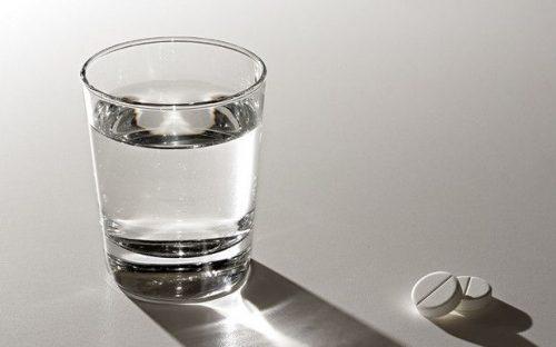 Вода и таблетки