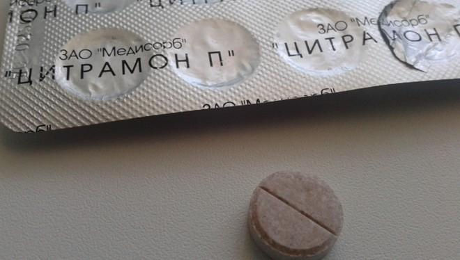 Таблетки обычно имеют круглую форму и светло-коричневый цвет.