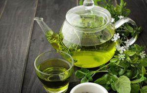 Как зеленый чай влияет на давление: понижает или повышает?
