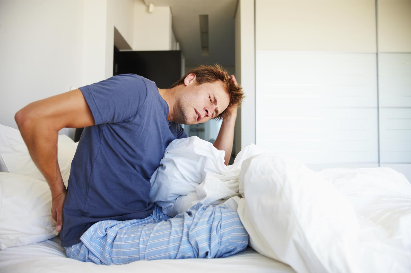 6 причин боли в спине по утрам. Связь с болезнями