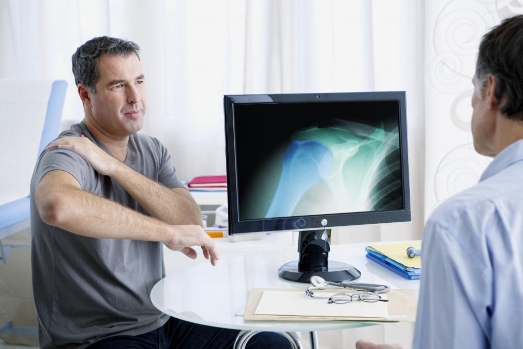 5 признаков остеохондроза шейно-плечевого сустава с левой и правой стороны