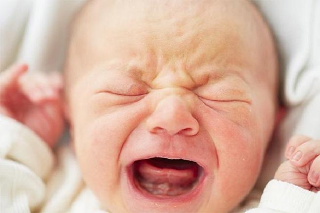 Ребенок высказывает свои проблемы плачем