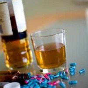 Бутылка и лекарства