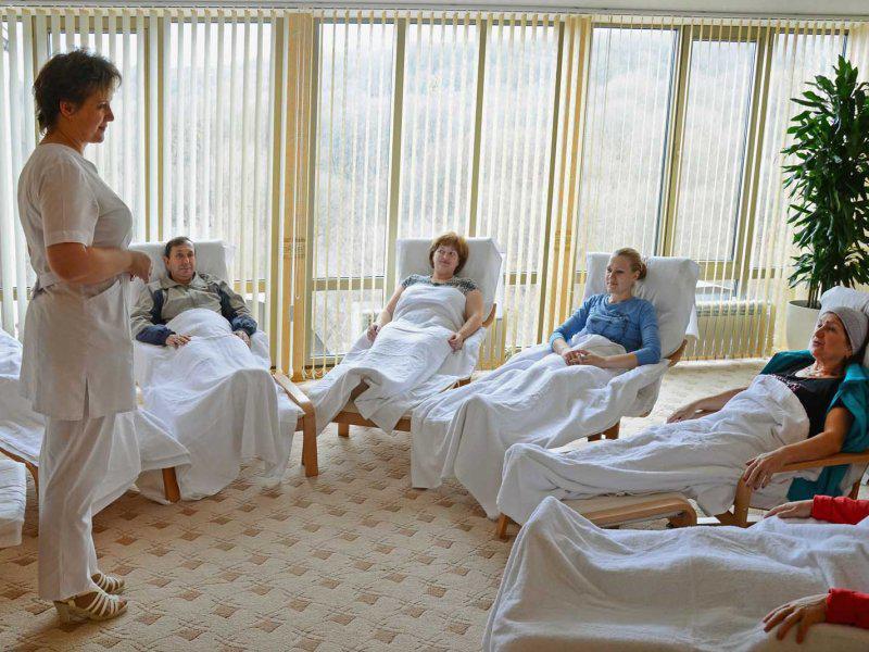 8 процедур для лечения остеохондроза спины в санаториях