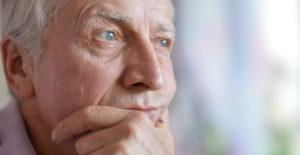 Пожилые люди находятся в группе риска