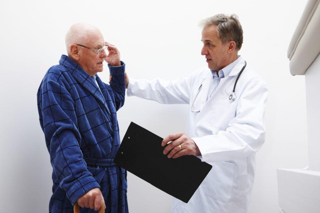 Причины и лечение головокружения у пожилых людей