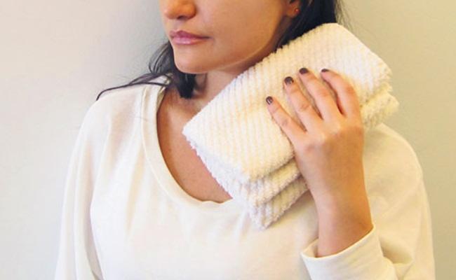 6 заболеваний при боли в шее, отдающей в лопатку