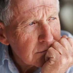 Пожилой человек в размышлении