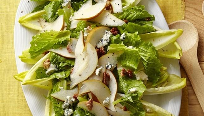 Полезными и вкусными будут салаты из цикория.