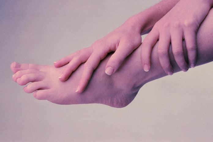 Онемение стопы левой ноги