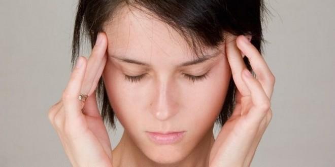 Одним из самых частых симптомов мигрени является боль с одной стороны головы.