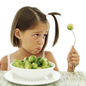 Девочке не нравится брокколи