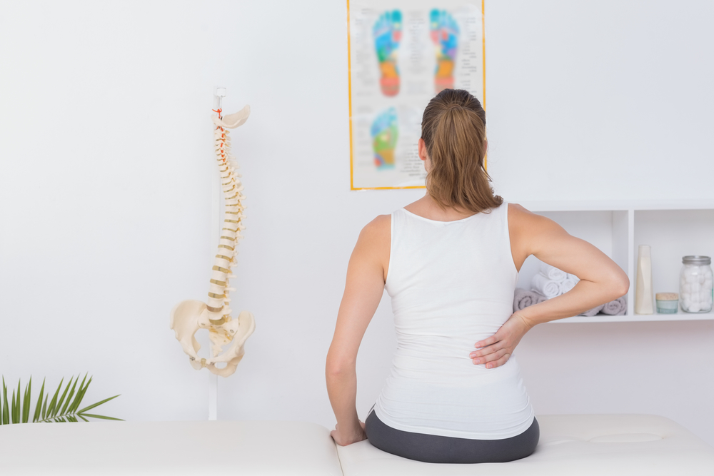 Отчего болит спина после родов 7 причин и связь с болезнями