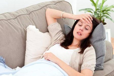 При каких показателях давления может тошнить, причины неприятного симптома при низком и высоком АД, правила лечения