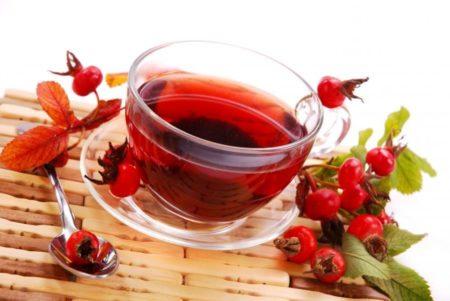 Способен ли шиповник повысить или понизить давление, свойства ягод и рецепты