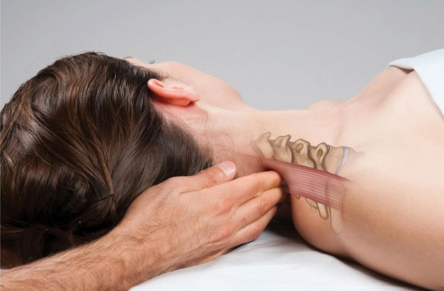 Мануальная терапия при шейном остеохондрозе, что делает мануальный терапевт для лечения?