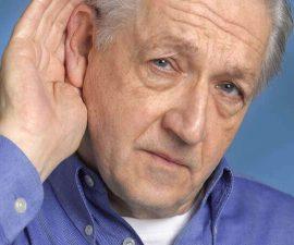 Проблемы со слухом, также являются симптомами болезни