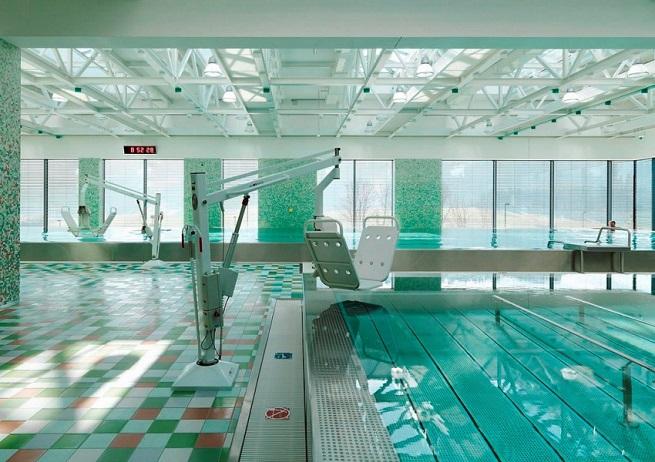 В бассейне реабилитационного центра