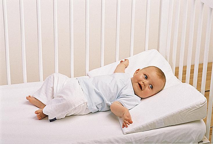 Подушка от кривошеи для новорожденного (грудничка), как одевать воротник Шанца?