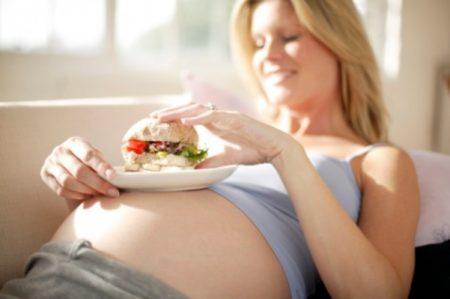 Как понижать давление при беременности: таблетки и народная медицина
