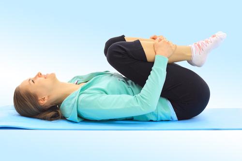 Упражнение с прижиманием колен