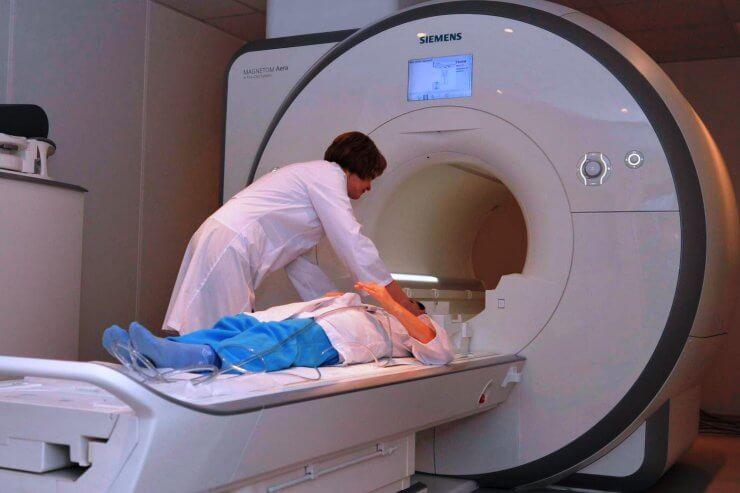 Как проходит обследование спины и поясницы при боли, кто делает диагностику?