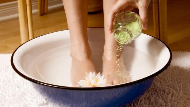 Унять приступ мигрени поможет ванночка для ног.