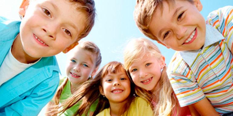 Дети улыбаются