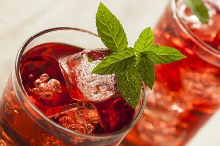 Полезные свойства и побочные эффекты чая каркаде: как он может повысить, или понизить давление
