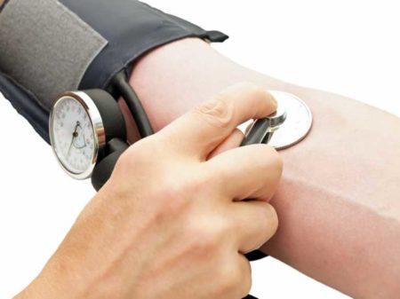 Как нормализуют артериальное давление в домашних условиях, методы лечения, симптомы гипертонии, причины и профилактика