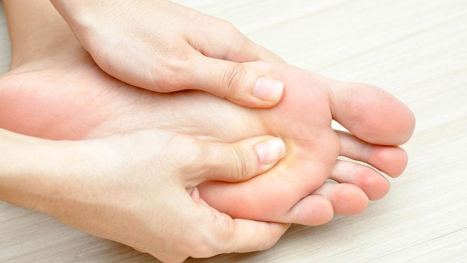 Массаж при плоскостопии у детей и взрослых. 10 противопоказаний