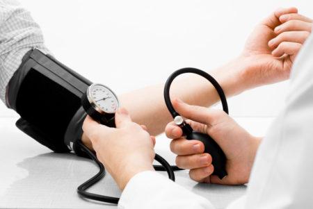 Дают ли инвалидность при легкой или умеренной форме гипертонии, какие обследования рекомендуется пройти, и каков порядок оформления