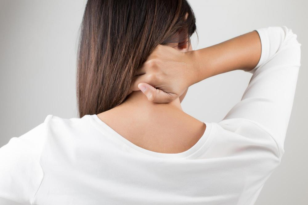 10 симптомов стеноза позвоночного канала шеи. Как лечить?