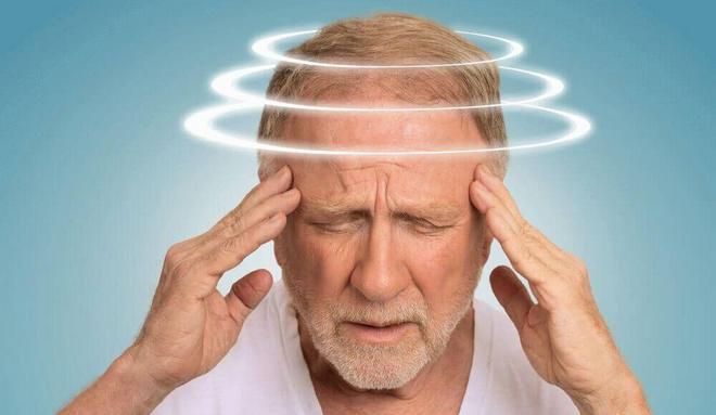 Среди побочных эффектов от препарата нередко встречается головокружение.