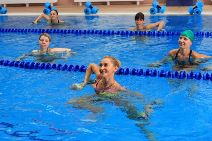 Как плавать при шейном остеохондрозе, какие упражнения выполнять?