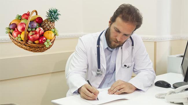 Врач назначает диету при гематурии